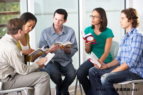 日本語で会話する留学生